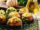 Рецепта Вкусни пълнени цели гъби с бекон, чесън, синьо сирене и кашкавал запечени на фурна